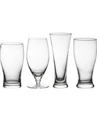 Ensemble de quatre verres à bière assortis