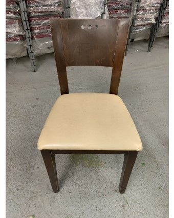 Chaise en bois avec siège rembourré (usagée)