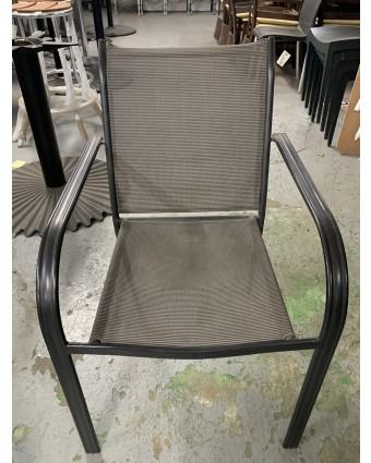 Chaise en métal empilable (usagée)