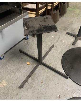 Base de table en métal (usagée)