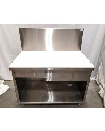 Table de travail fermée avec planche à découper (usagée)
