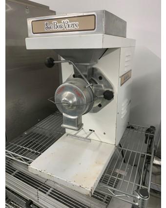 Machine à beurre d'arachides (usagée)