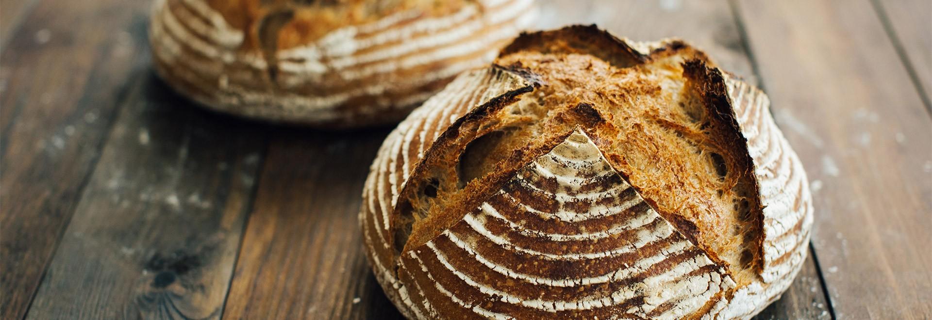 Cinq outils et accessoires pour confectionner du pain