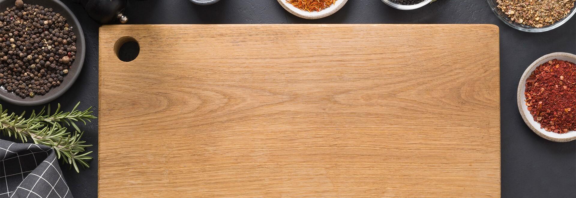 Portrait des planches à découper en bois et en plastique